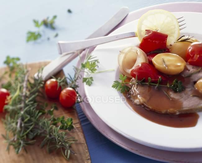 Cosciotto d'agnello con verdure — Foto stock