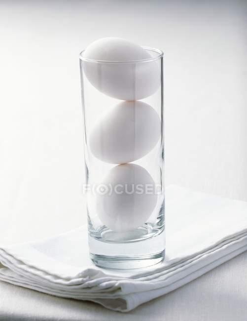 Weiße Hühnereier — Stockfoto