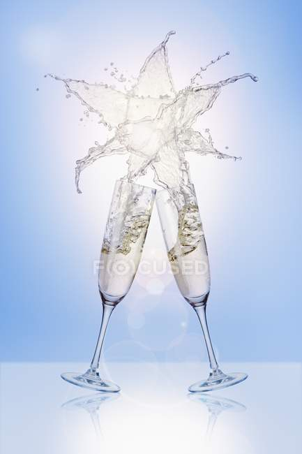 Clinking glasses of sparkling wine — Stock Photo