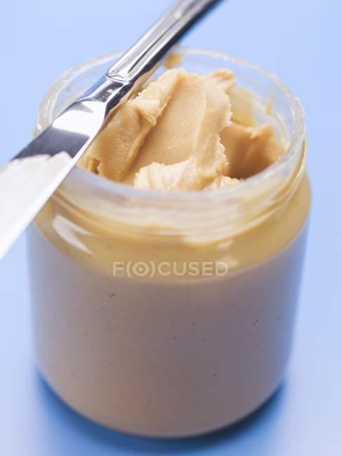 Erdnussbutter im Glas — Stockfoto