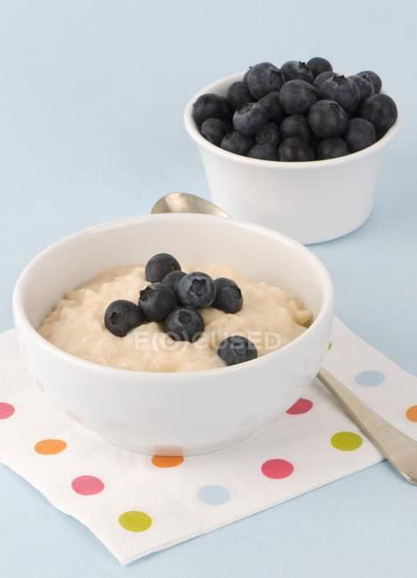 Bowl of porridge with blueberries — Stock Photo