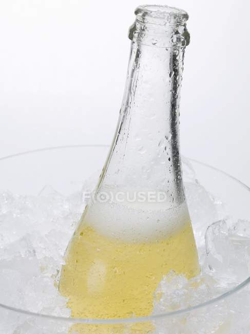 Open bottle of sparkling wine — Stock Photo