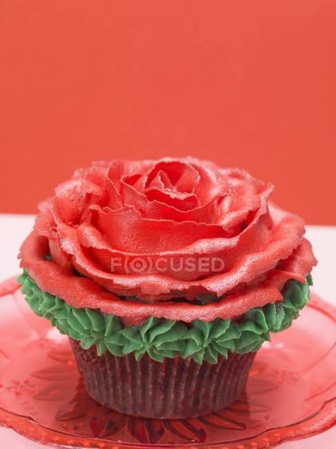 Kuchen mit rotem Marzipan — Stockfoto