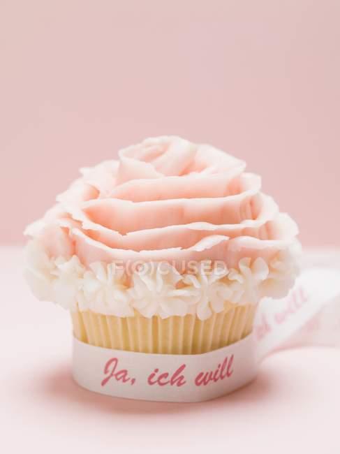 Cupcake with marzipan rose — Stock Photo