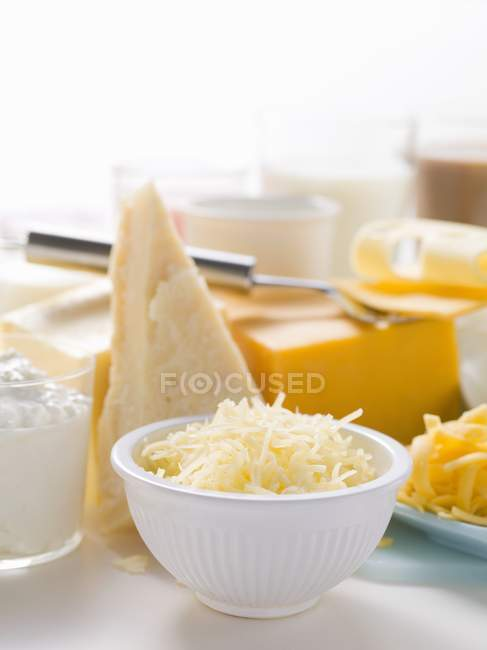 Verschiedene Käse und Milchprodukte — Stockfoto