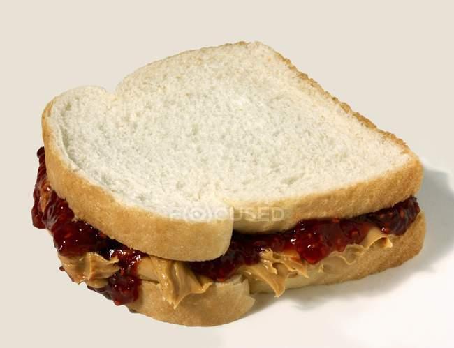 Арахісове масло і сендвіч — стокове фото