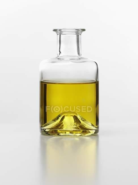 Huile d'olive en bouteille — Photo de stock