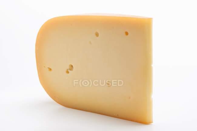 Morceau de fromage de Gouda — Photo de stock