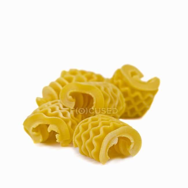 Plusieurs morceaux de pâtes d'armoniche — Photo de stock