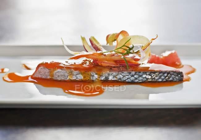 Стейк из лосося в паприка — стоковое фото