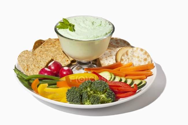 Veggie and Cracker Platter — Stock Photo