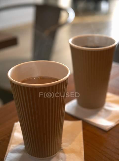 Tazze di carta di caffè caldo — Foto stock