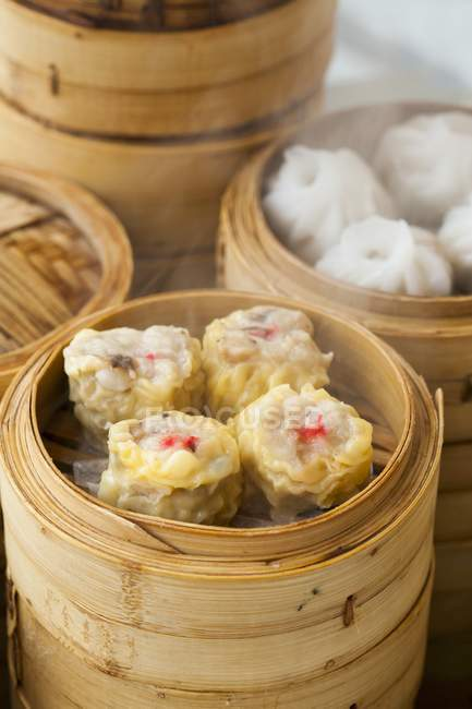 Closeup view of Siu Mai steamed Chinese dumplings in a bamboo steamers — Stock Photo