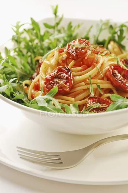 Pasta degli spaghetti con pomodori secchi — Foto stock