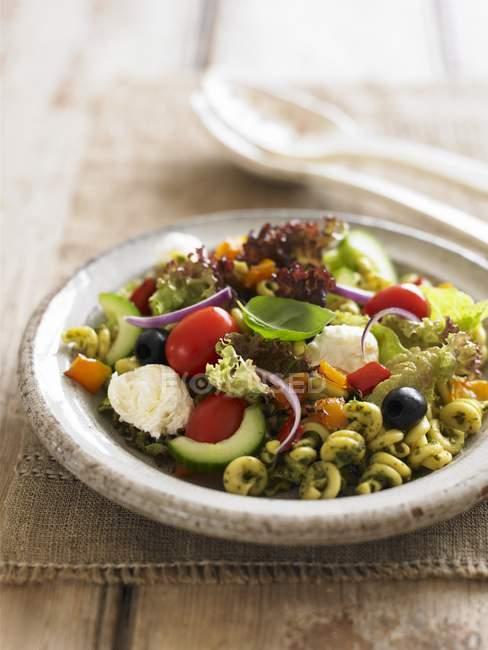 Pasta salad with pesto — Stock Photo