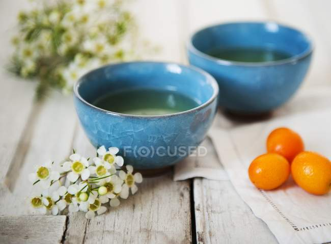 Asian Style Cups of tea with Kumquats — Stock Photo
