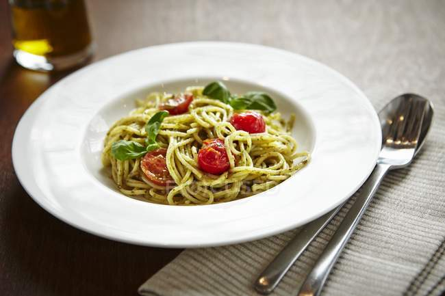 Spaghetti Pasta mit Tomaten — Stockfoto