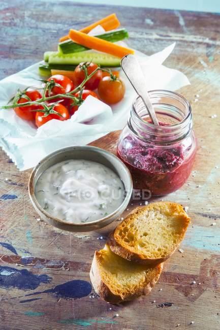 Yaourt et pesto de betterave — Photo de stock