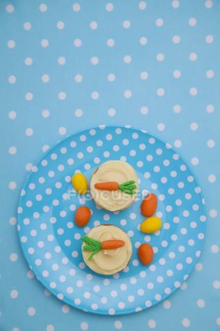 Мини чизкейки с ванильным заварным кремом — стоковое фото