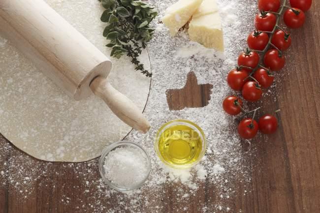 Ingrédients pour une pizza margherita — Photo de stock