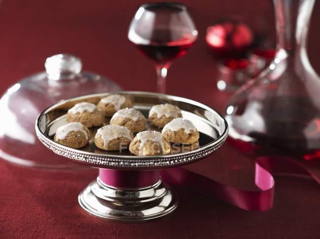 Пряники печенье с белой глазурью — стоковое фото