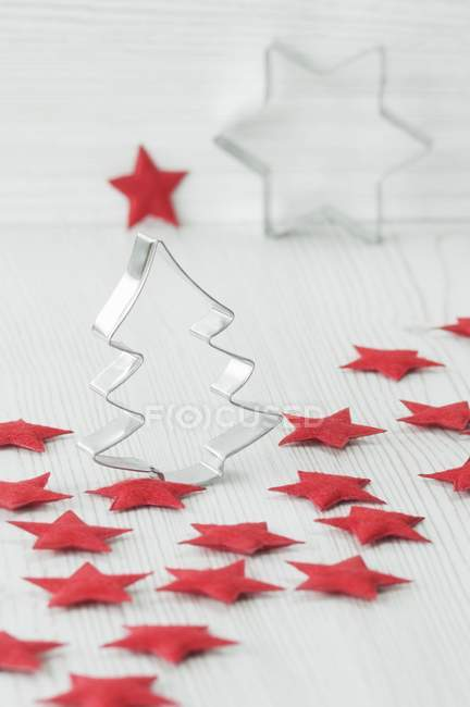Christmas decorations, with cookie cutters and red felt stars — Stock Photo
