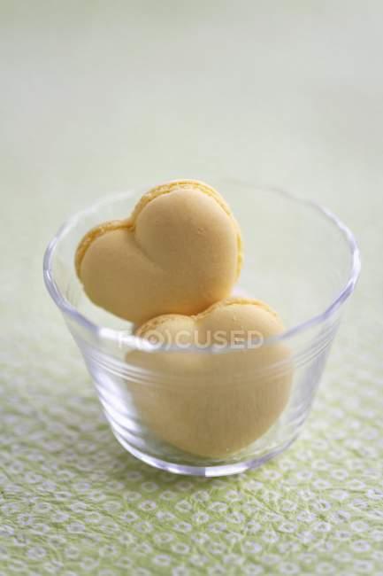 Миндальное печенье в форме сердца — стоковое фото