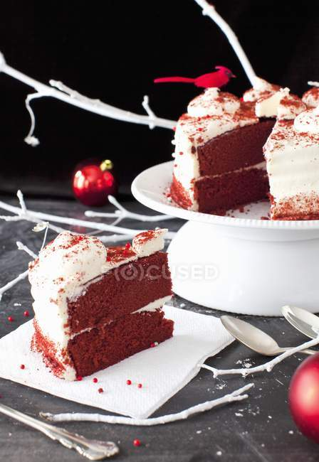 Красный бархат торт на салфетке — стоковое фото