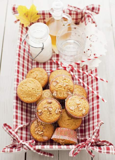 Apple и Орех кексы — стоковое фото