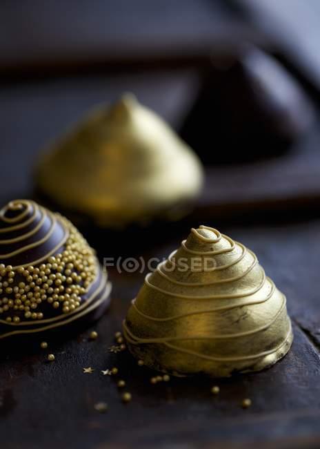 Goldene Pyramide Pralinen — Stockfoto