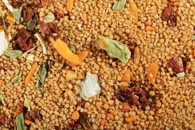 Кускус з рослинних інгредієнтів — стокове фото