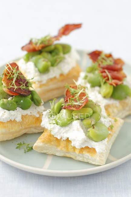 Tartellette di pasta sfoglia con ricotta — Foto stock