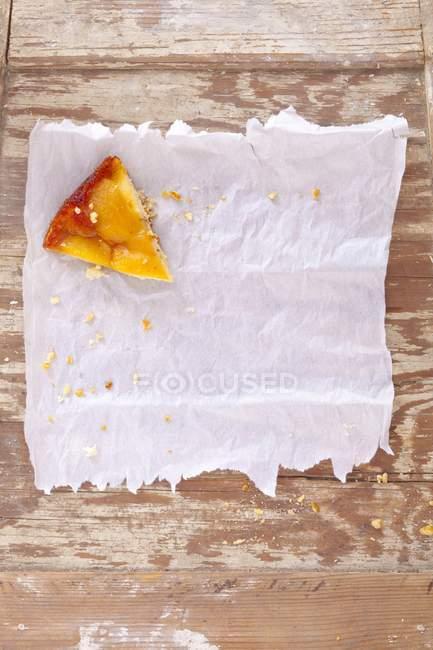 Torta di pere su carta oleata — Foto stock