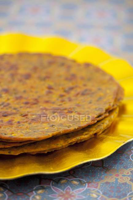 Indian flatbreads on plate — Stock Photo