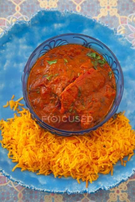 Hühnerstücke mit Curry-Reis — Stockfoto