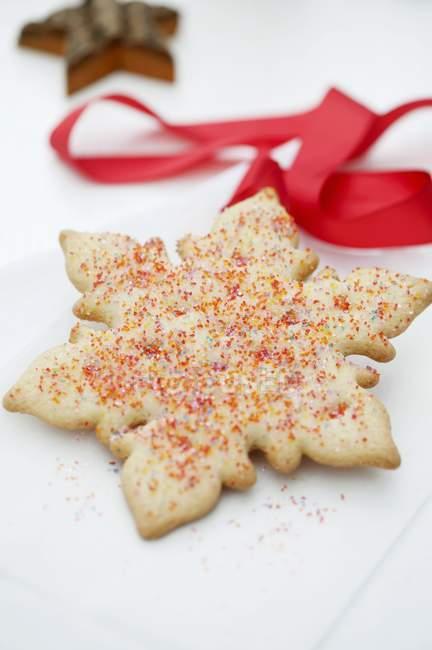 Biscuit avec des pépites de sucre coloré — Photo de stock