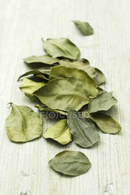 Closeup view of dried Kaffir lime leaves — Stock Photo