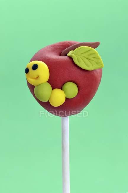 Gâteau pop conçu pour ressembler à apple — Photo de stock