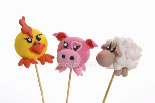 Gâteau pop décorée pour ressembler aux animaux — Photo de stock