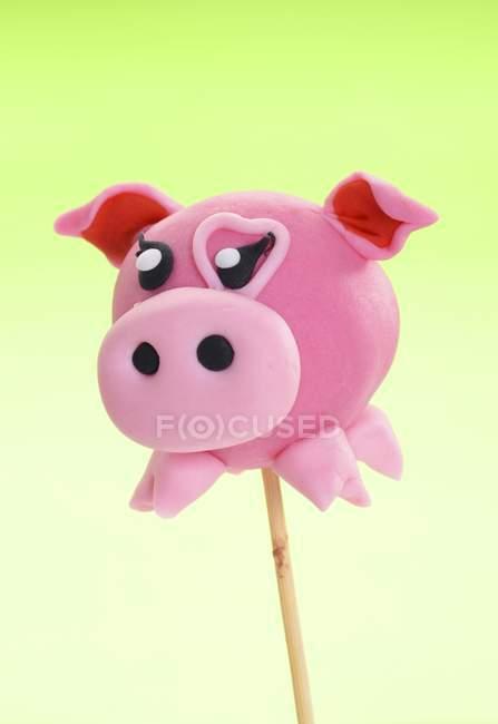 Gâteau pop décorée pour ressembler à cochon — Photo de stock