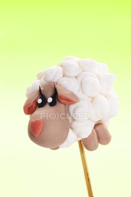 Gâteau pop décorée pour ressembler à moutons — Photo de stock