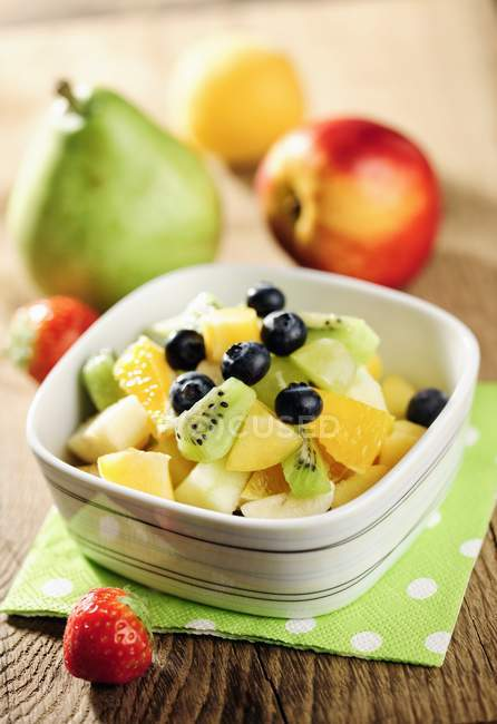 Closeup view of healthy fresh fruit salad with blueberries and strawberries — Stock Photo