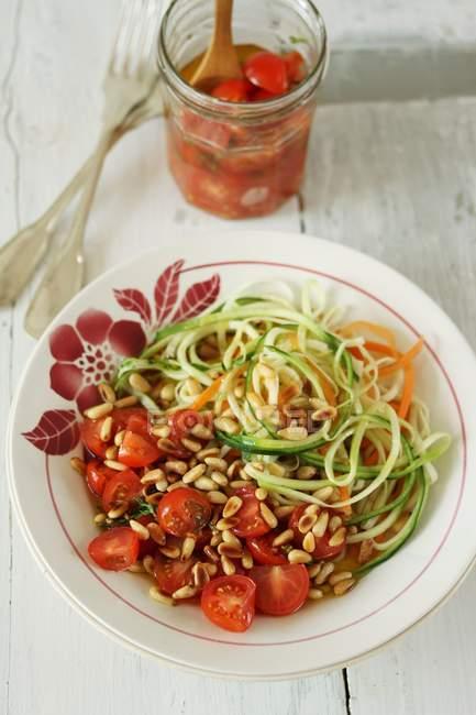 Spaghetti carote e zucchine — Foto stock