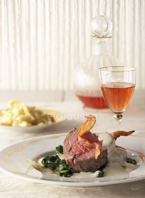 Filé de carne com molho — Fotografia de Stock