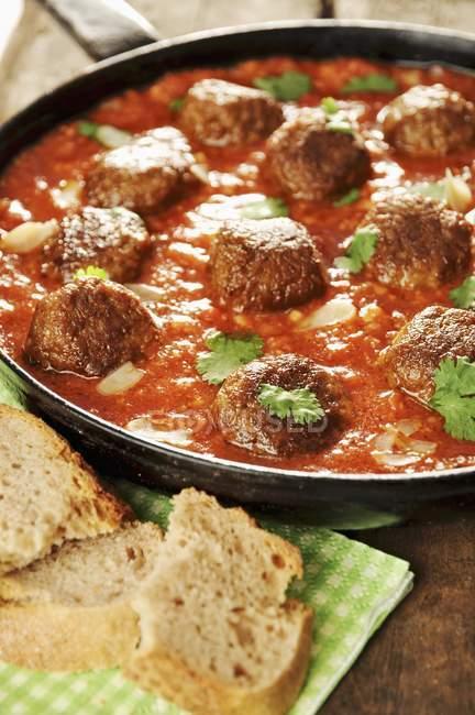 Falafels in Tomatensauce — Stockfoto