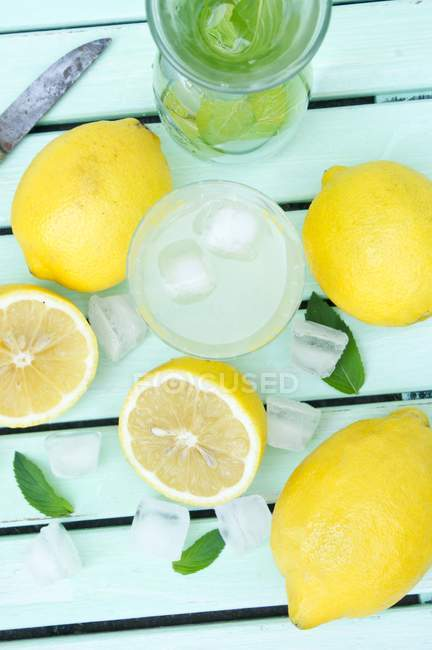 Lemonade with ice cubes and mint — Stock Photo