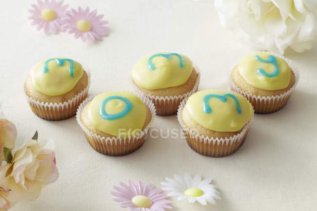 Cupcakes decorated for Mothers Day — Stock Photo