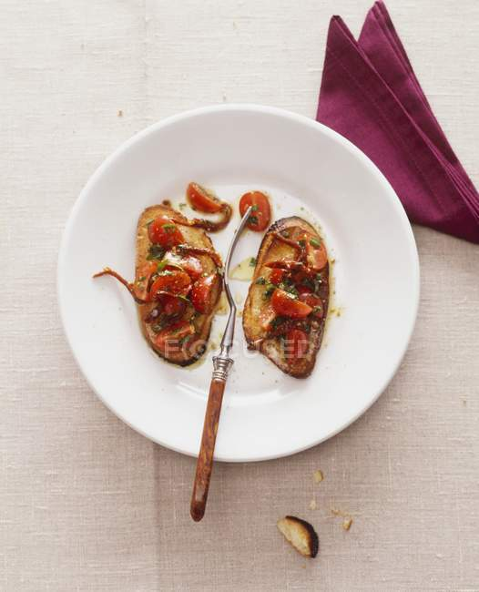 Crostini mit Tomaten und Filets — Stockfoto