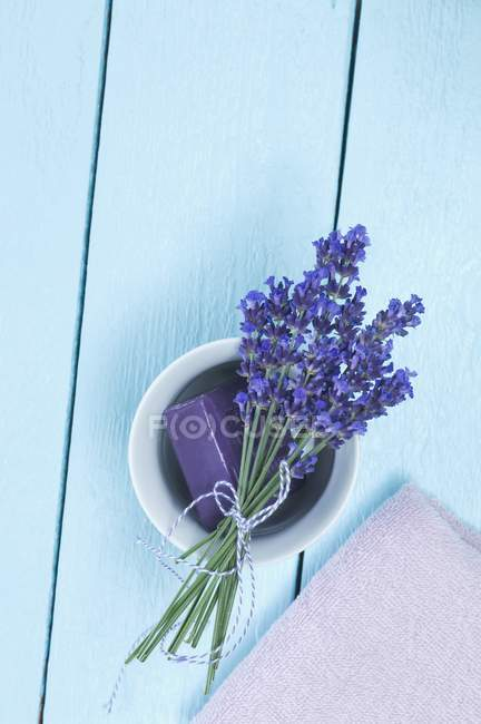 Bunch of lavender and lavender soap — Stock Photo