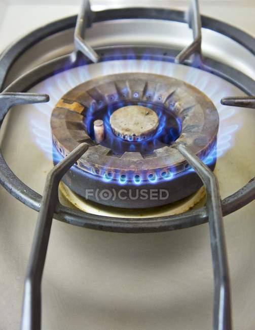 Крупним планом бачення газ кільця з плитою — стокове фото
